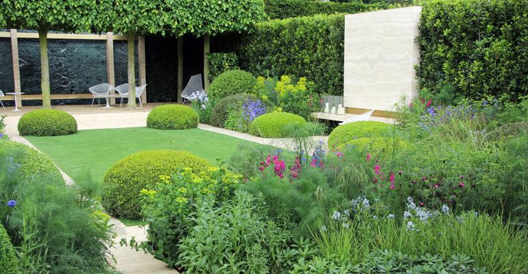 Duży ogród duża zagospodarowana przestrzeń